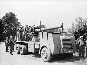 4-inch gun mounted on lorry at Littlestone-on-Sea 29-07-1940 IWM H 2570.jpg