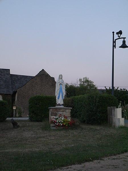 Statue de Notre-Dame-de-Lourdes.
