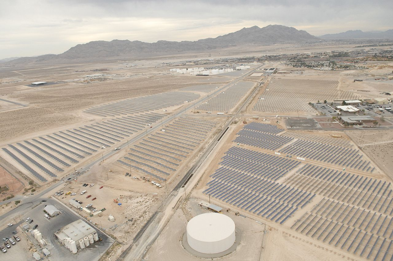 File 72 000 Panel Solar Field At Nellis Afb Jpg Wikipedia