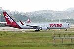 767-300ER LATAM SBGR (32441413113).jpg