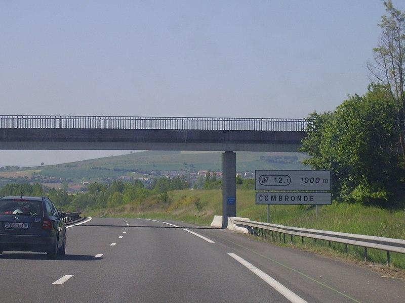 Annonce de la sortie 12.1 (Combronde) à 1000 mètres, en direction de Clermont-Ferrand.