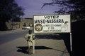 ASC Leiden - van Achterberg Collection - 02 - 50 - Un garçon à un signe dans la rue pour le parti MNSD - Agadez, Niger - 27 décembre 1996 - 11 janvier 1997.tif