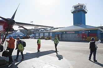 Aasiaat Airport - Image: Aasiaat Airport (26913508583)