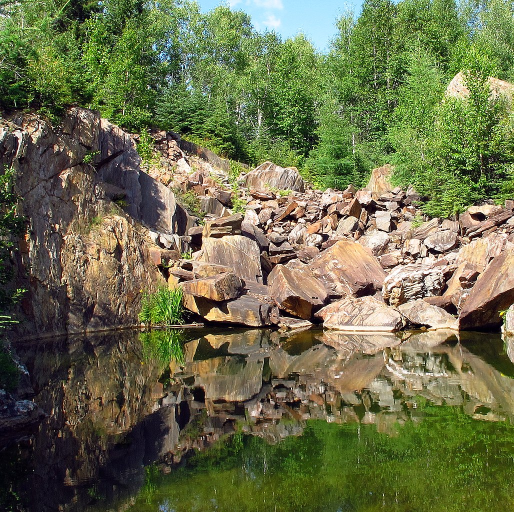 File:Abandoned Gold Mine Near Larder Lake, Ontario, Canada