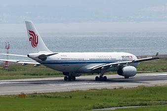 Air China, A330-200, B-6079 (19232929940).jpg