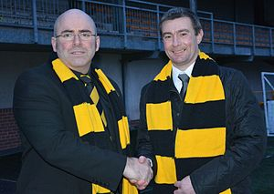 Barry Smith (footballer, born 1974) - Alloa chairman Mike Mulraney shakes hands with manager Barry Smith (right)
