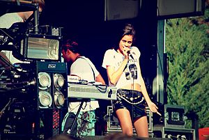 Nostalgic for the Present Tour - AlunaGeorge, 2013