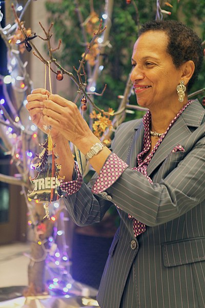 File:Ambassador King Hangs a Decoration on the UN Tree (1).jpg