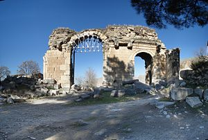 Cilicia - A Roman-period triumphal arch at Anazarbus, later converted into the city's south gate