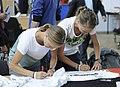Anna und Lisa Hahner bei der Olympia-Einkleidung Hannover 2016 (Martin Rulsch) 02.jpg