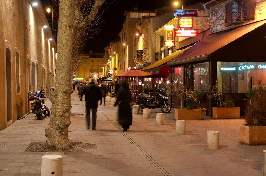 File antibes le soir les pubs les for Antibes restaurant le jardin