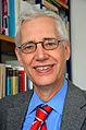 Apl. Prof. Dr. theol. Hans Otte, Direktor vom Landeskirchlichen Archiv, Evangelisch-lutherische Landeskirche Hannovers, 01, vor einer Bücherwand in seinem Büro in der Goethestraße.jpg