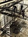Arbeiders aan het werk in zeppelin-fabriek - Workers of the Zeppelin factory (6943970478).jpg