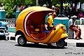 Arrasando las lomas santiagueras, ¡aí va otro Coco-Taxi - panoramio.jpg