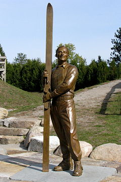 Art-Devlin-Statue in Lake Placid