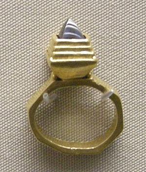Domagnano Treasure - Image: Arte ostrogota, anello con granata, da domagnano, san marino, 500 ca