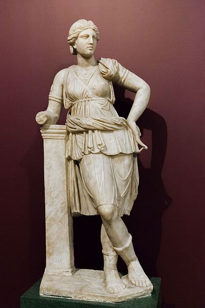 File:Artemis statue Istanbul Archaeological Museum - inv. 121 T.jpg