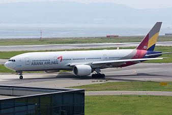 Asiana Airlines, B777-200, HL7756 (18783789374).jpg