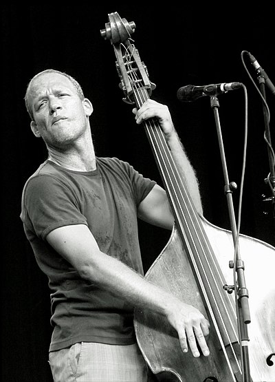 Picture of a band or musician: Avishai Cohen
