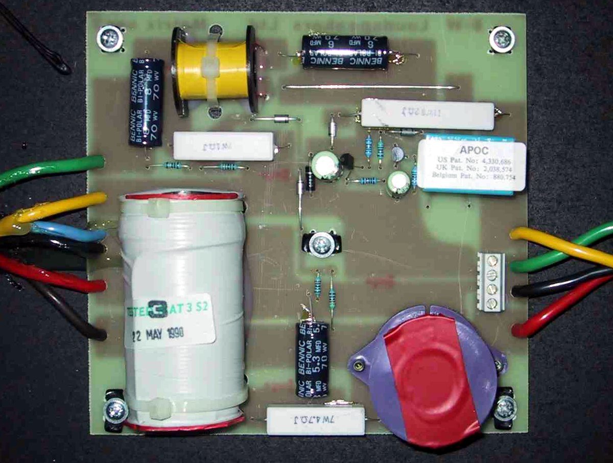 Audio Crossover Wikipedia Lines Refer To Items Located External The Printed Circuit Board