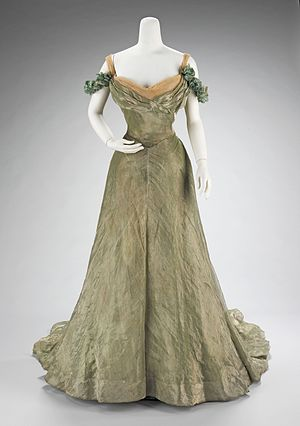Artistic Dress movement - Image: Ball gown MET 65.184.65a b front CP4