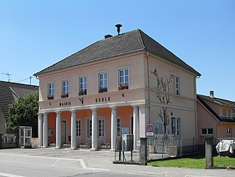 Ballersdorf - The town hall and school in Ballersdorf