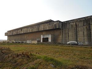 Base sous-marine de Bordeaux, depuis le cours Henri Brunet 02-2012.JPG