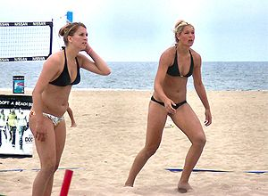 English: Beach volleyball players; Huntington ...
