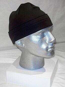 Bonnet présenté sur mannequin
