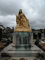 Beauvais statue du souvenir.JPG