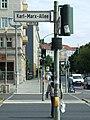 Berlín, Friedrichshein, přechod na Karl-Marx-Allee.jpg