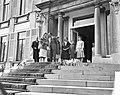 Bloemendefile voor koningin Juliana op Paleis Soestdijk , Hare Majesteit , Prins, Bestanddeelnr 911-2029.jpg