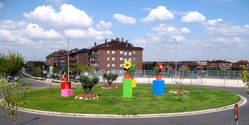 File boadilla del monte rotonda wikimedia commons - Residencia boadilla del monte ...