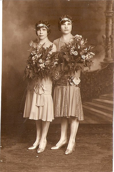 File:Bridesmaids early 20's.jpg