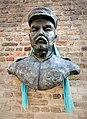 Bronzebüste von Hendrik Geeraert in Nieuwport (Belgien).jpg