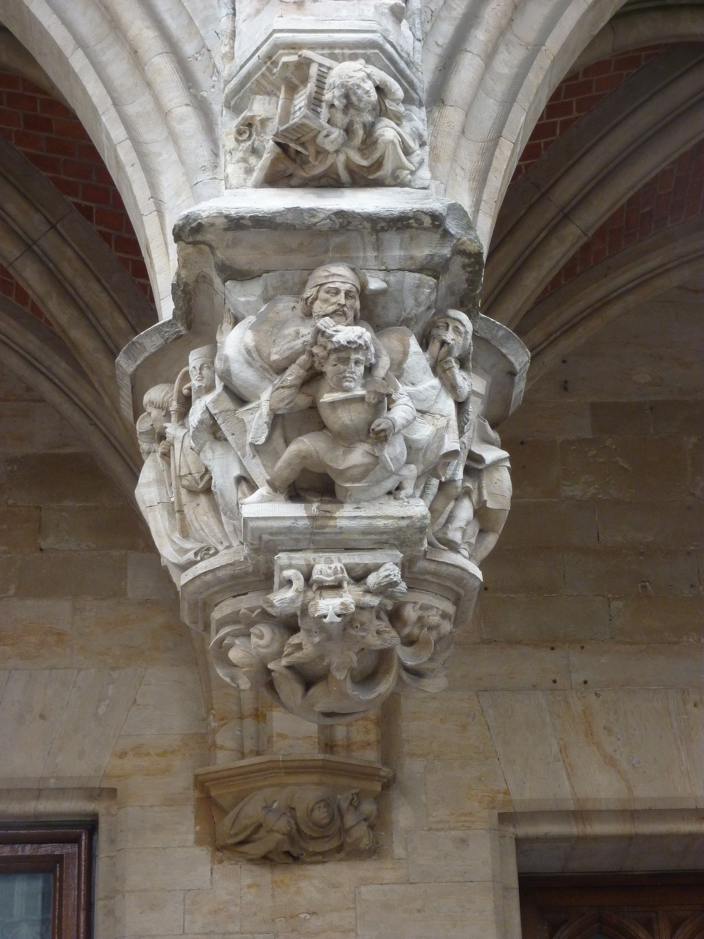 File bruxelles h tel de ville sculpture appartenant aux for Bruxelles piscine