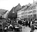 Bundesarchiv B 145 Bild-F010469-0003, Freiburg-Breisgau, Markt am Münsterplatz.jpg