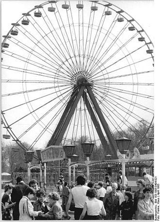 Spreepark - Image: Bundesarchiv Bild 183 1985 0404 021, Berlin, Kulturpark Plänterwald, Riesenrad