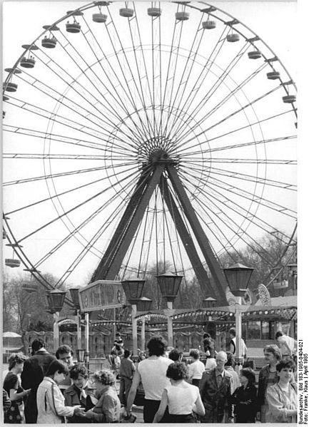 Datei:Bundesarchiv Bild 183-1985-0404-021, Berlin, Kulturpark Plänterwald, Riesenrad.jpg