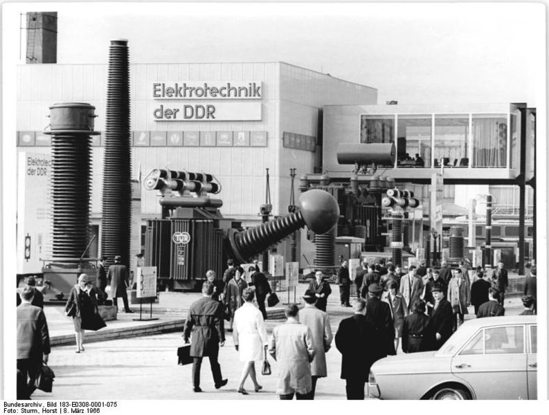 File:Bundesarchiv Bild 183-E0308-0001-075, Leipzig, Frühjahrsmesse, Halle der Elektrotechnik.jpg