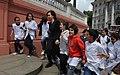 CFK con niños de primaria.jpg