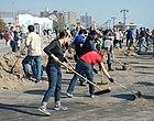 Önkéntesek takarítanak New Yorkban a Sandy hurrikán után