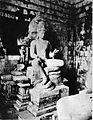 COLLECTIE TROPENMUSEUM Boeddhistisch beeld van mogelijk akoliet in de tempel Tjandi Mendoet. TMnr 60004722.jpg