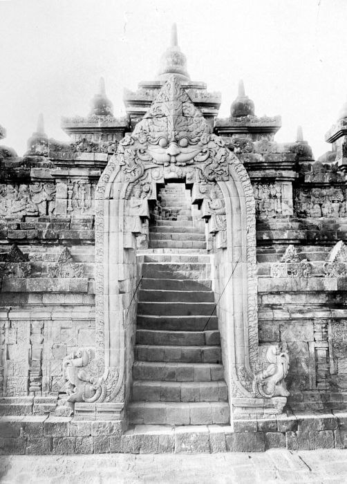 COLLECTIE TROPENMUSEUM Poort op de Borobudur TMnr 10015959