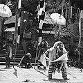 COLLECTIE TROPENMUSEUM Scene uit een Barong- en Krisdans in het voorhof van de dorpstempel TMnr 20000298.jpg