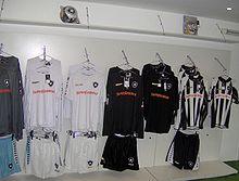 8063f6c447 Evolução dos uniformes do Botafogo de Futebol e Regatas – Wikipédia ...