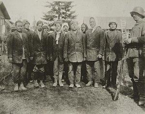 Battle of Syrjäntaka - Captured Red Guard women with a German carabinier