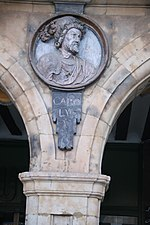 Carlos V de la Plaza Mayor de Salamanca.jpg
