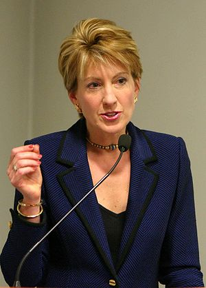 English: Carly Fiorina Português: A empresária...
