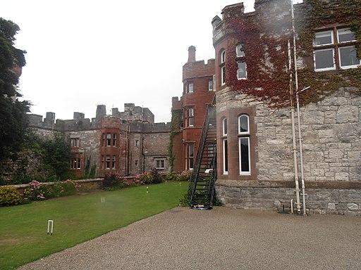 Castell Rhuthun - adfeilion y goresgynwyr (wel o lia fe drion nhw) 26
